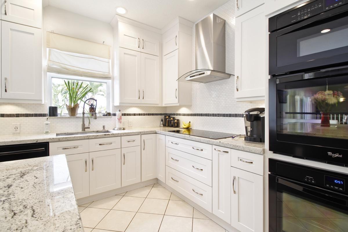Transitional Hamptons Style Kitchen – Fresh Remodel
